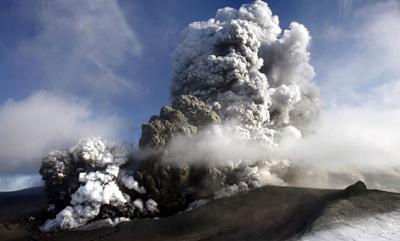 Remiten las emisiones de ceniza del volcán islandés Eiyafjallajökull
